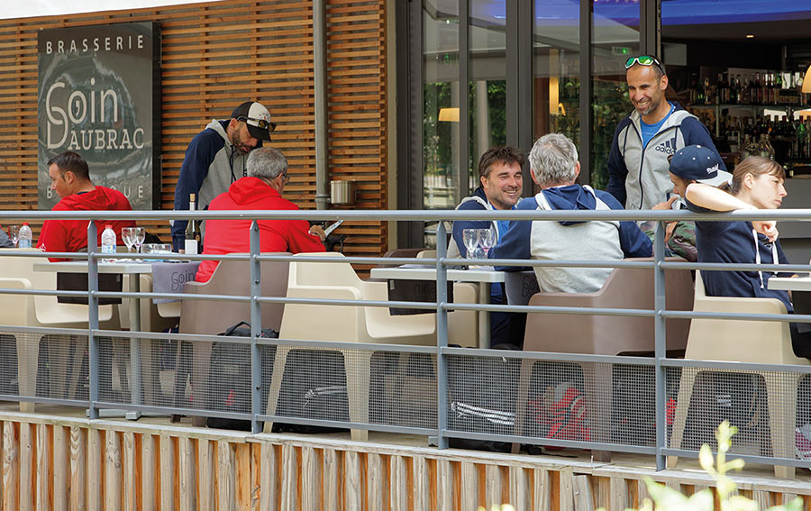 terrasse chaudes aigues restaurant auvergne
